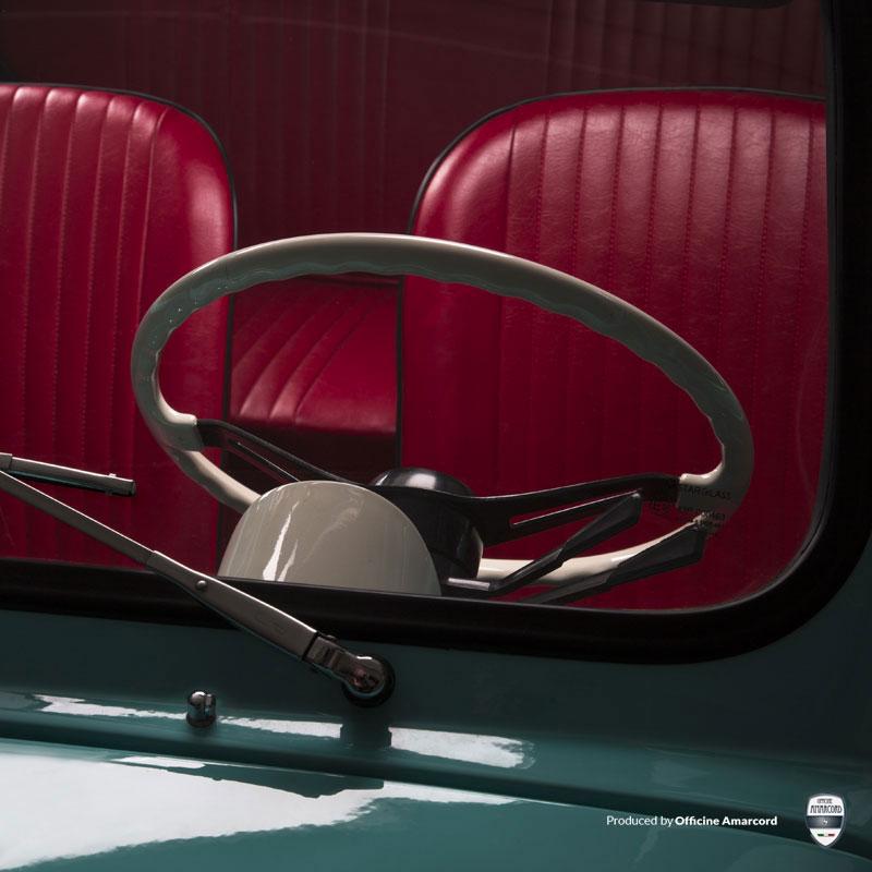 Officine Ruggenti nell'atmosfera della Dolce Vita con la Fiat 500 F